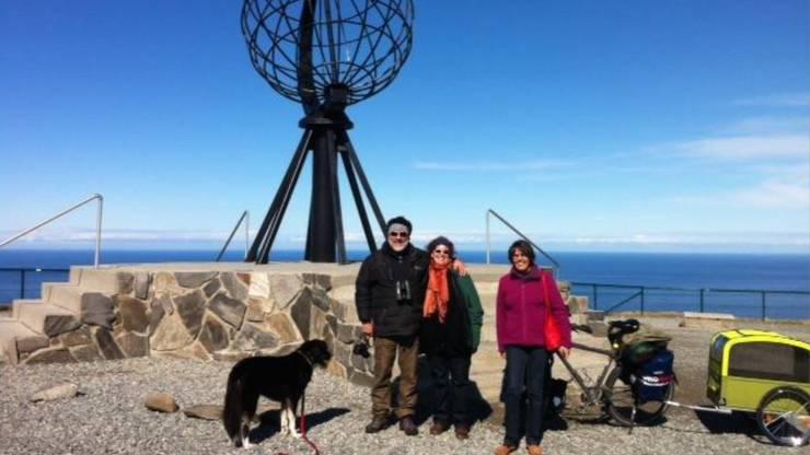Letzte gemeinsame Momente am Nordkap, bevor Huber gemeinsam mit Hund Dimitri gen Süden losradelt.