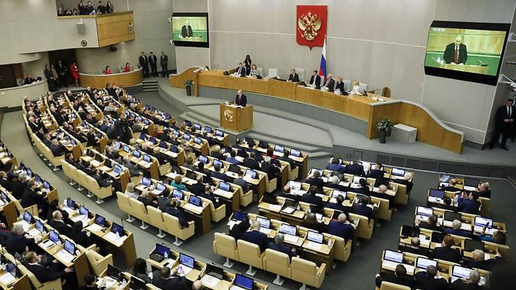 Der russische Präsident Wladimir Putin spricht während der Parlamentsdebatte zur Abstimmung über die Verfassungsänderung, die ihm weitere Amtszeiten ermöglicht.