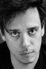 """Karim Barras überzeugte in einem Film aus dem Banken-Milieu: Er wird für seine Rolle als Diamantenhändler Raphael Roger Levy in der RTS-Serie """"Quartier des banques"""" ausgezeichnet."""