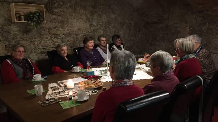 """Frauen erzählen und hören persönliche Geschichten zum Thema """"Feste feiern gestern - heute - morgen"""""""