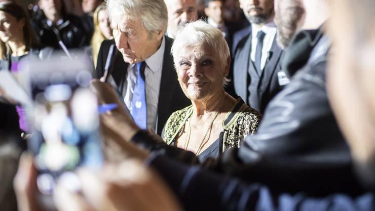 Gefragt: Judi Dench meisterte auch den Grünen Teppich in Zürich.