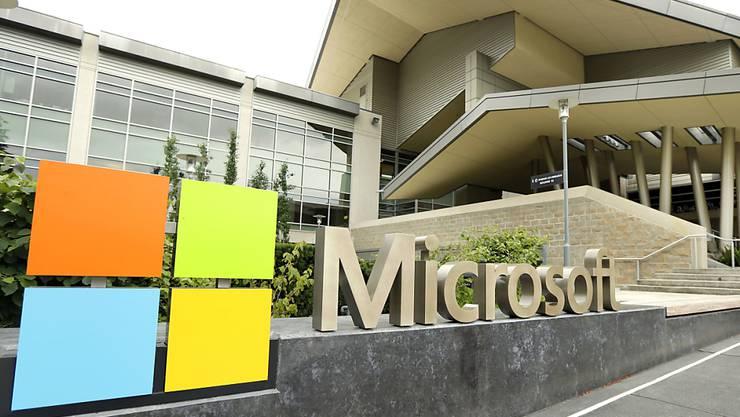 Der Software-Hersteller Microsoft konnte zwar den Gewinn im zweiten Geschäftsquartal kräftig steigern. Es machte sich aber auch eine Verlangsamung im wichtigen Cloud-Geschäft bemerkbar.