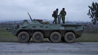 Russische Soldaten im Grenzgebiet der Urkaine in der Stadt Bakhchisarai.