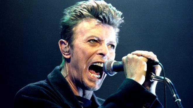 «Nein, ich bin nicht David Bowie». Das war nur der schillernde Typ dort auf der Bühne. In Wien 1996. Foto: Reuters