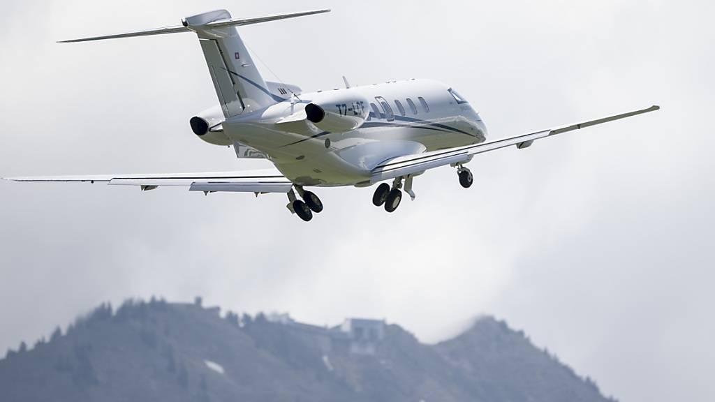 Die Besatzung eines solchen Business-Jets hat dank guter Reaktion eine Kollision mit einem Segelflugzeug verhindert. (Symbolbild)