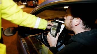 Viele Autolenker rechnen um die Feiertage mit verstärkten Polizeikontrollen – und verzichten daher bei den Festlichkeiten auf Alkohol.
