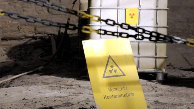 Ein Warnschild bei einem Atommüll-Endlager in Deutschland (Archiv)