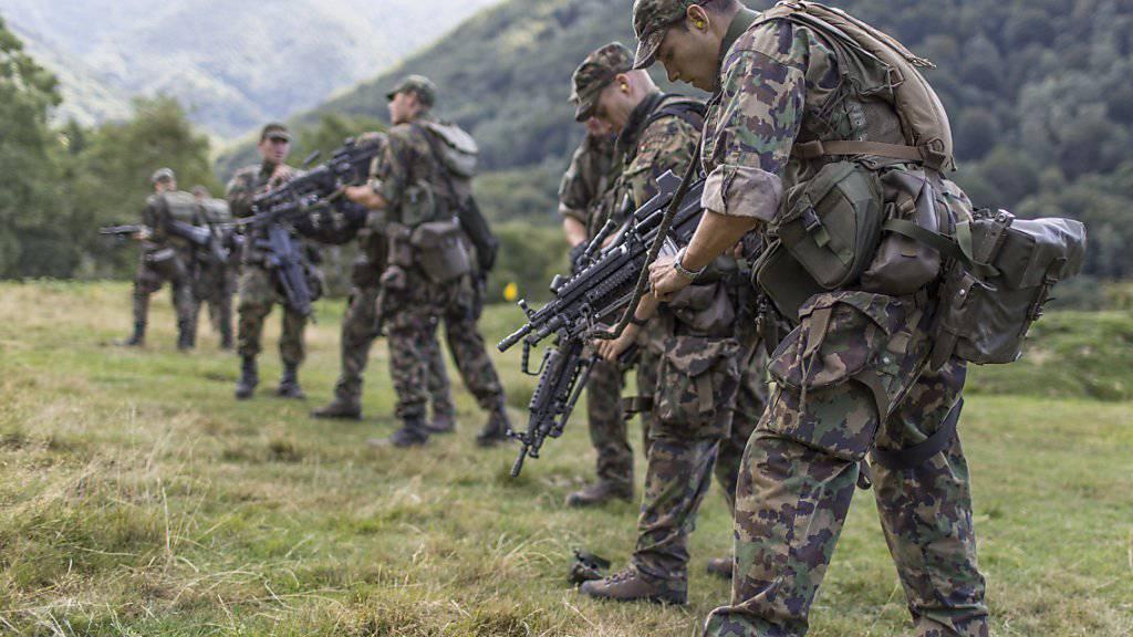 Den Abbau der Armee im Visier: Ein Bürgerkomitee hat das Referendum gegen die Armeereform lanciert. (Archivbild)