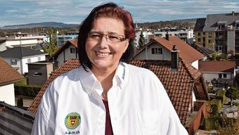 Gisela Hilfiker auf der Terrasse ihrer schön gelegenen Wohnung an der Bachstrasse in Boswil.