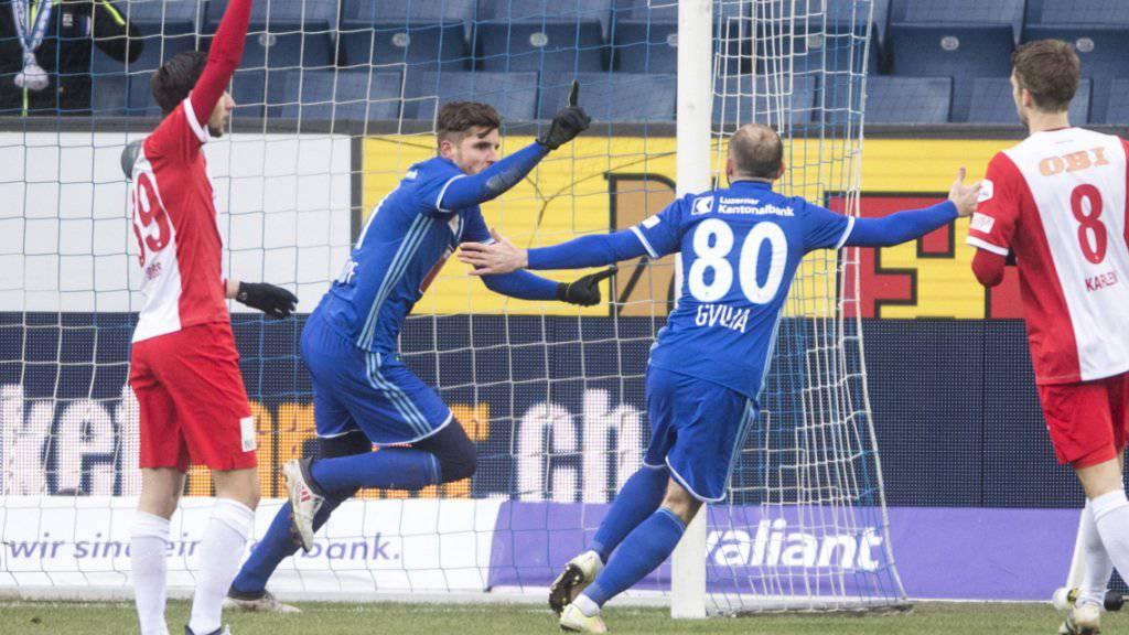 Pascal Schürpf jubelt nach dem ersten seiner zwei Tore beim 2:1 von Luzern gegen Thun