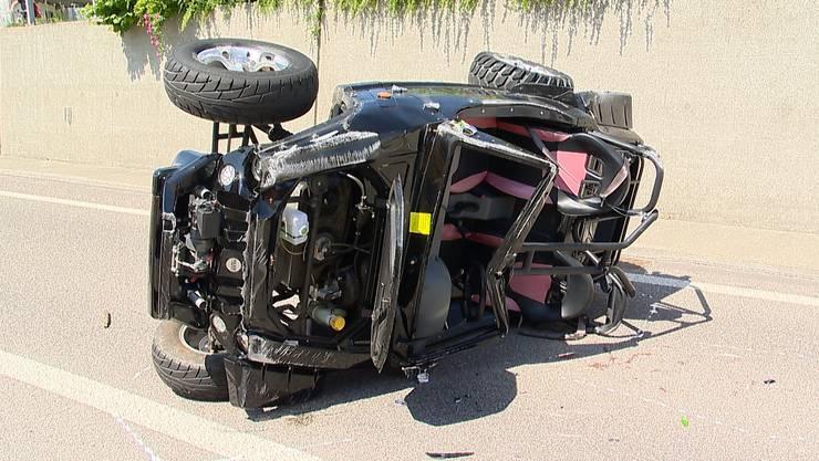 Am Samstagmorgen verunfallte auf der A51 bei Kloten eine Frau und ihre Beifahrerin mit einem Buggy.