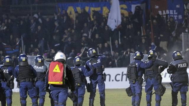 Nach dem Cup-Spiel in Biel setzt die Polizei Tränengas ein gegen Randalierer