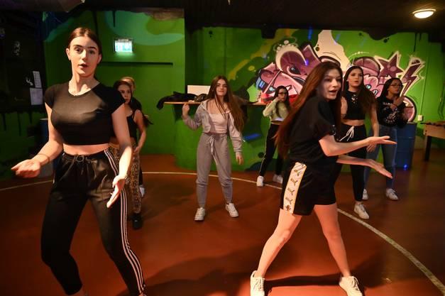 Im Februar erhielten die Girls die Nachricht, dass ihr Projekt unter den ersten fünf ist und sie damit zur Finalteilnahme am 12.März im Stadttheater Olten eingeladen sind.