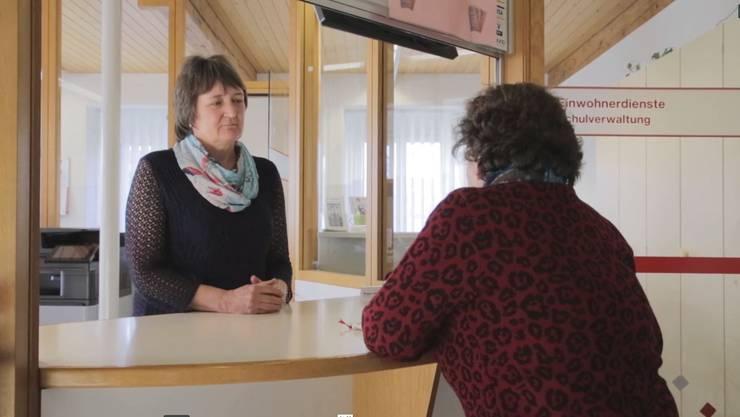Monika Wigger betreut u.a. die Triage-Stelle im Gemeindehaus.