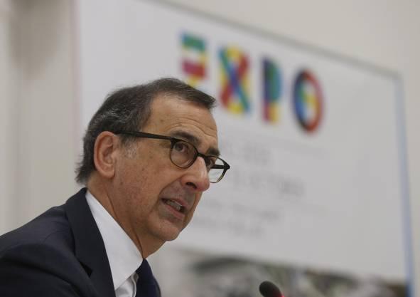 Geschäftsführer Giuseppe Sala steht am 10. April an einer Pressekonferenz den Journalisten Red und Antwort.