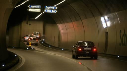 Bub (6) rennt seinem Vater davon – Polizei schnappt ihn in Autobahntunnel