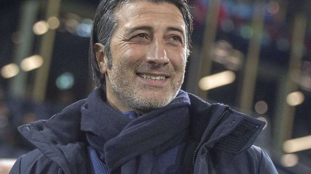 Trainer Murat Yakin wird mit seinen Sittenern dem FCB alles abverlangen