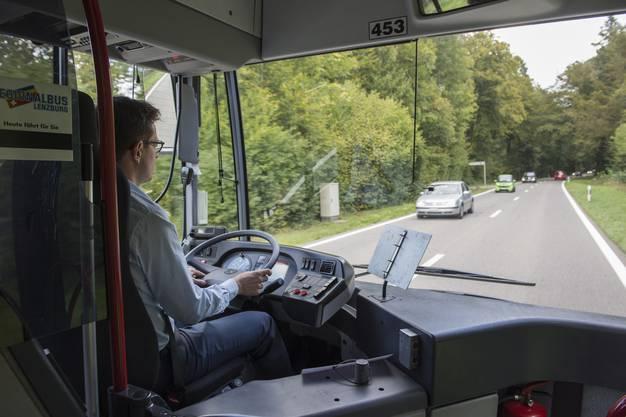 Christian Dorer fährt den az-Wahlkampfbus Richtung Aarau