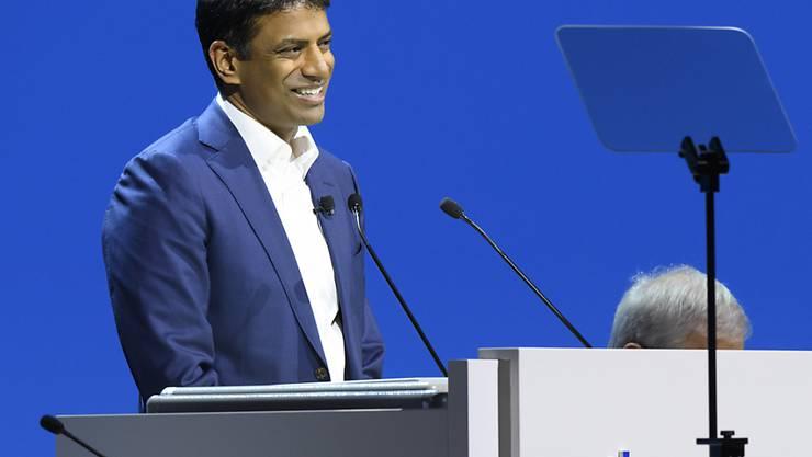 Novartis dementiert, dass die Zahlung von 1,2 Millionen Dollar an Trump-Anwälte im Zusammenhang mit einem Abendessen von Novartis-Konzernchef Vasant Narasimhan mit dem US-Präsidenten in Davos stehen. (Archivbild)