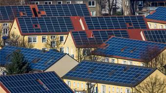 René Weiersmüller: «Unter optimistischen Annahmen würde die Umsetzung der Energiestrategie 2050 etwa 55 Quadratkilometer horizontal oder leicht südlich geneigte Solarpanels erfordern.» (Symbolbild)