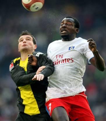 Mit Hamburg spielte Atouba auch gegen Alex Frei, der damals beim BVB spielte.