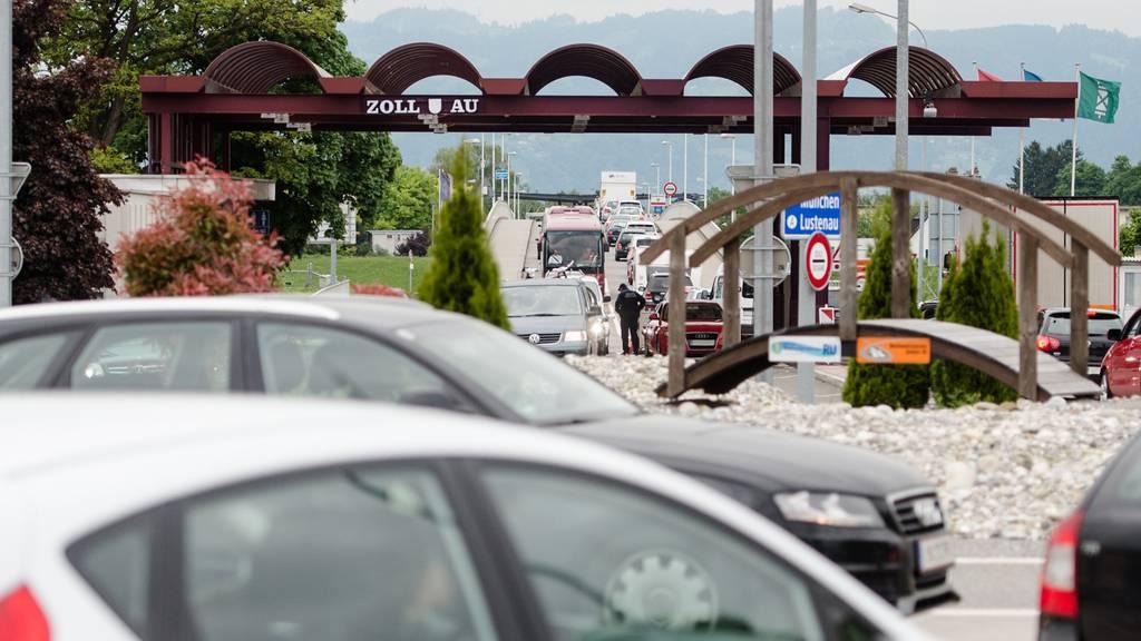 Der stark frequentierte Grenzübergang Au-Lustenau wird im Sommer 2016 während mehrerer Wochen komplett gesperrt.