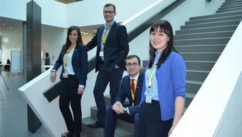 Vertreter der vier Auslandprojekte: v.l. Selina Widmer, Olivier Meyer, Haris Besic und Ellen Spinnler im Gebäude der FHNW.