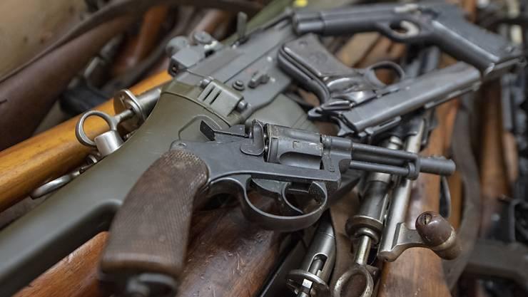 Die kanadische Polizei hat einen Waffen-Besitzer vorübergehend festgenommen, der 100 Waffen besass. Das Fatale: der Mann hatte selbst die Polizei gerufen, als er sich beim Wählen der Nummer vertippt hatte. (Archivbild)