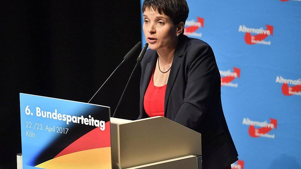 AfD-Co-Chefin Frauke Petry erleidet am Parteitag in Köln einen herben Dämpfer: Die Delegierten wollen nicht über ihre Anträge über die parteipolitische Ausrichtung diskutieren.