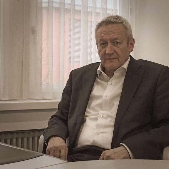Rudolf Hediger, Gemeindeammann von Rupperswil, in seinem Büro.