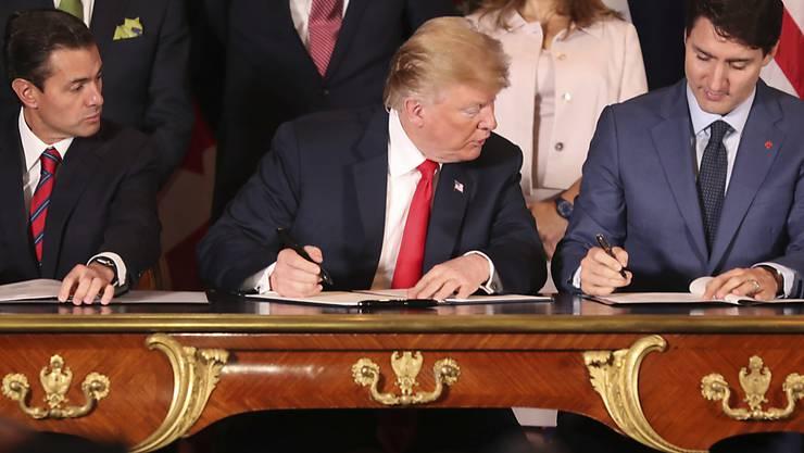 Mexiko hat als erstes Land das neue Freihandelsabkommen USMCA mit den USA und Kanada ratifiziert - das die Staatschefs im November 2018 am Rande des G20-Gipfels in Argentinien vereinbart hatten. (Archivbild)