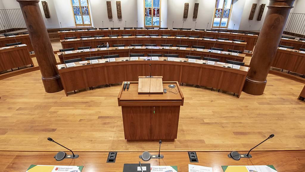 Im Kantonsratssaal in Schwyz verhandelt das Strafgericht den Fall eines Anwalts, der gegen die Interessen seiner Mandanten gehandelt haben soll. (Archivbild)