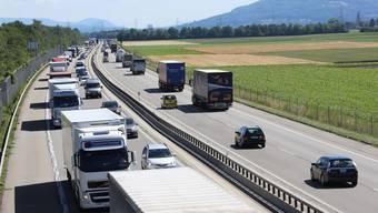 Die A1 (im Bild zwischen Oensingen und Niederbuchsiten) soll auf sechs Spuren ausgebaut werden.