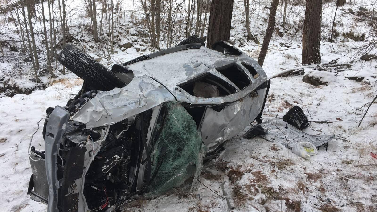Das Auto wurde beim Unfall total beschädigt.