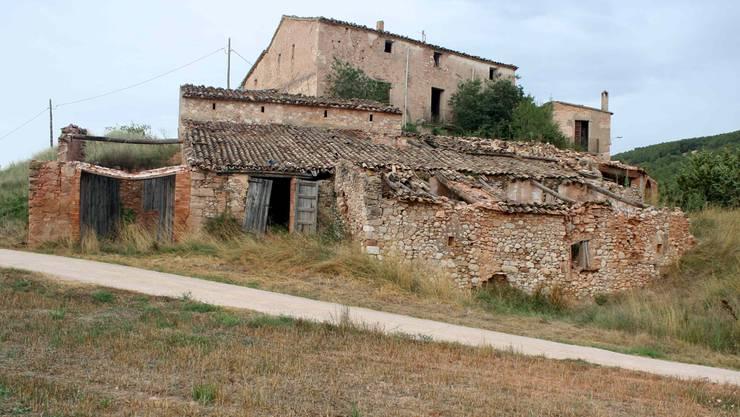 Verlassene Dörfer wie Santa María de Miralles in Katalonien stehen in Spanien viele zum Verkauf.