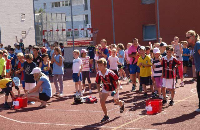 250 Kinder, über 30 Lehrpersonen und Eltern, 1 Sporttag