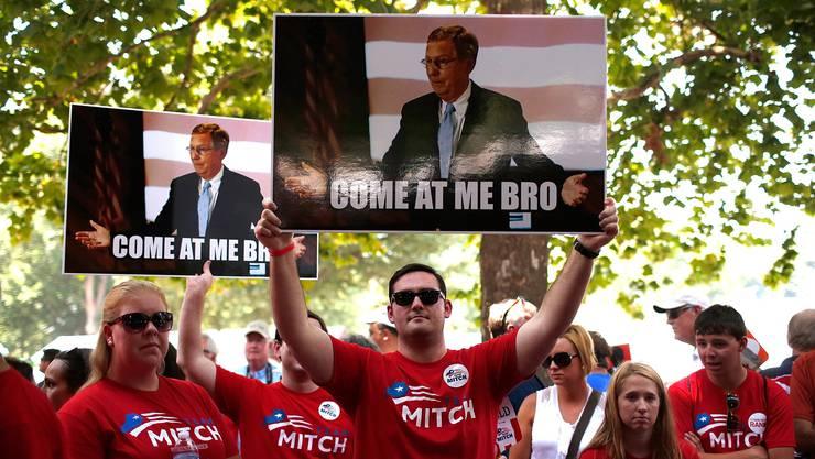 Für den Traum einer republikanischen Mehrheit im Senat: Propaganda für Mitch McConell.