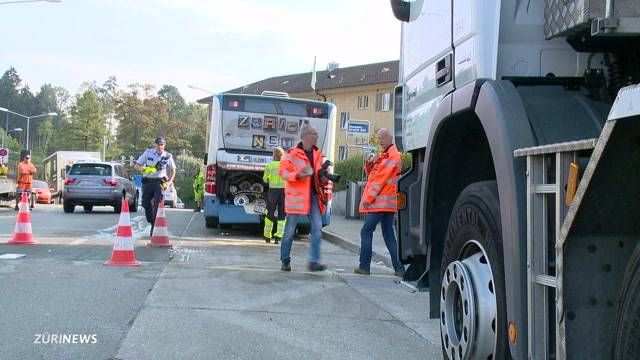 Busunfall in Affoltern fordert drei Verletzte