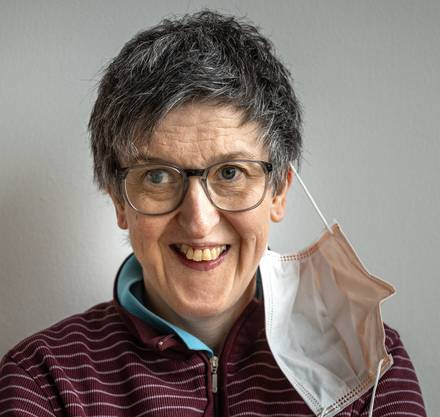 Petra E. arbeitet normalerweise in der Textilwerkstatt.