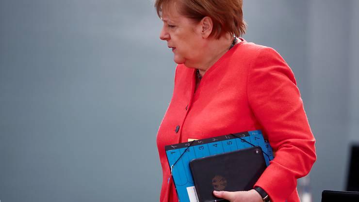 Bundeskanzlerin Angela Merkel (CDU) kommt zur wöchentlichen Kabinettssitzung. Foto: Hannibal Hanschke/Reuters Pool/dpa