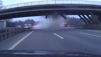 Dashcam-Aufnahme des Brückencrashs. Leserreporter Tagesanzeiger