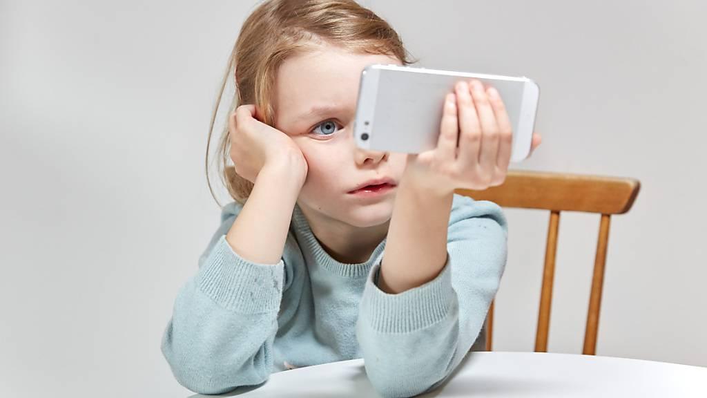 Bevor es mit der geplanten Kinderversion von Instagram weitergeht, will Instagram Experten, Eltern und Politiker konsultieren. Das Kinder-Insta wurde von verschiedenen Seiten stark kritisiert. (Symbolbild)