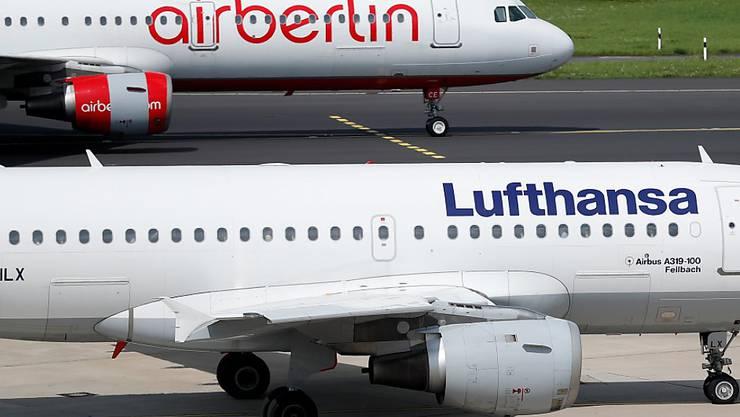 Neue Schrift und mehr Blau: Den Maschinen der Lufthansa soll nach drei Jahrzehnten ein neues Design verpasst werden. (Archiv)