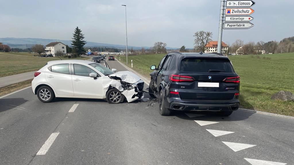 Beide Autos waren nach dem Unfall nicht mehr fahrfähig.