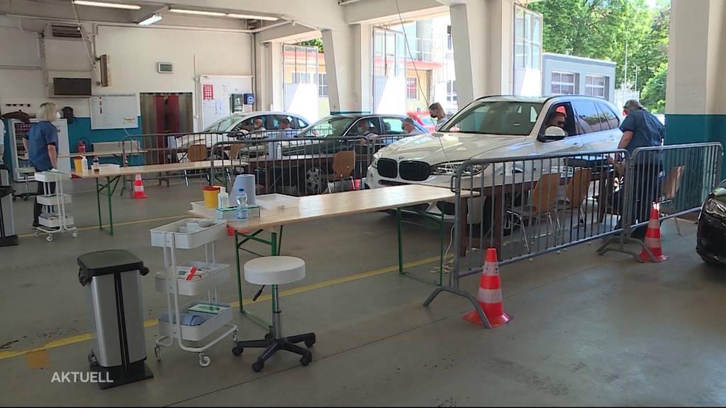 Der Kanton Solothurn eröffnet den ersten Corona-Impf-Drive-in