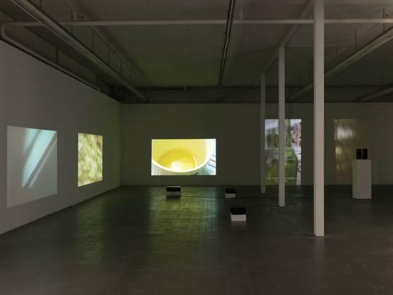 Das Kunsthaus Baselland zeigt Videos und Installationen der baskischen Künstlerin Itziar Okariz.
