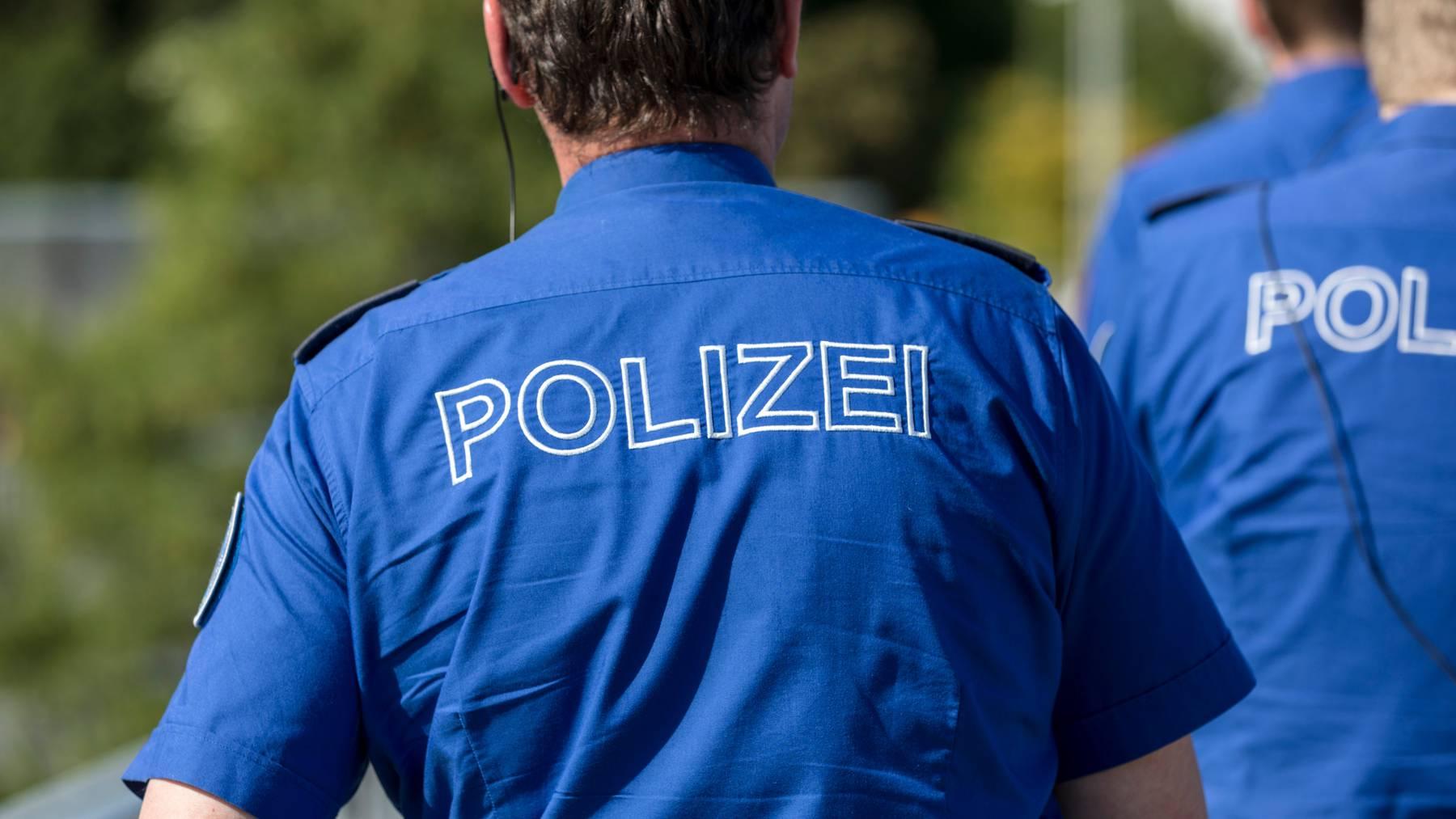 Die Polizei untersucht derzeit, wieso es zum Sturz gekommen ist. (Symbolbild)