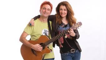 Stehen bald zusammen auf der Bühne: Liedermacher Christian Schenker und die Walliser Sängerin Sina