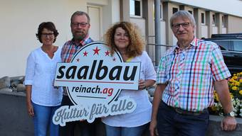Silvia Reidy, Markus Peter, Daniela Marzohl und Ruedi Hug von der Betriebskommission des Saalbaus mit dem neuen Fünfsterne-Logo.