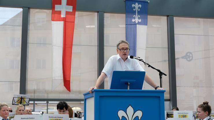 «Vielleicht sollten wir mehr zusammen Feste feiern um den Zusammenhalt untereinander zu fördern», sagte Stadtpräsident Roger Bachmann (SVP) in seiner Rede auf dem Dietiker Kirchplatz.